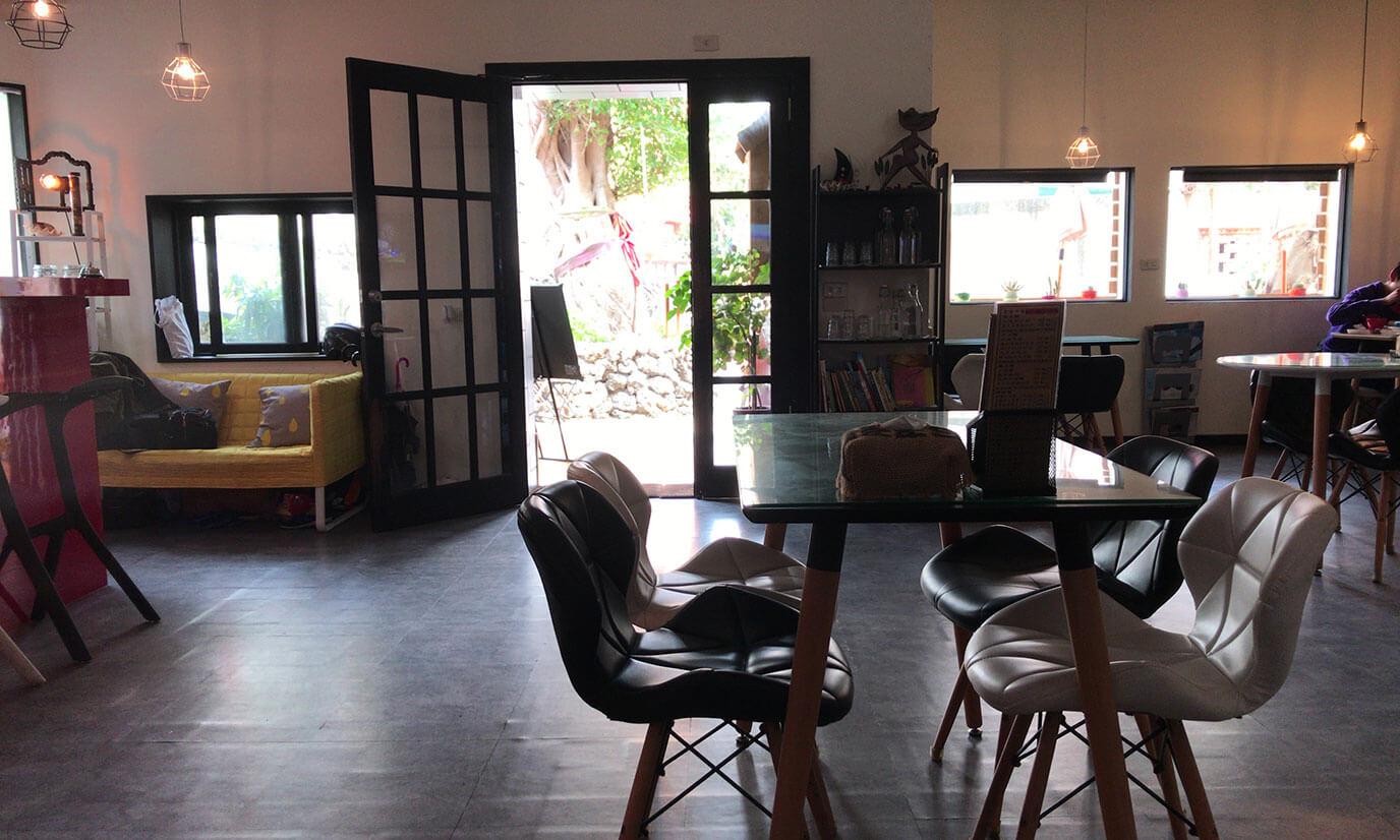 お店に入るとがっつりご飯を食べているお客さんもいたのでコーヒーだけでなくフードもかなり人気があると思います
