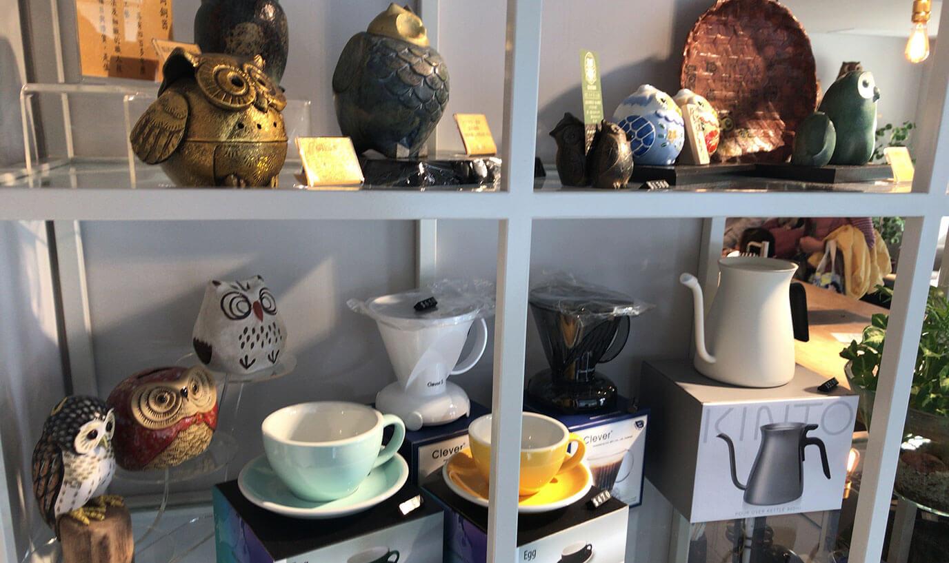 台湾のコーヒー用品やフクロウの小物もあるので本格的なお土産も購入することが出来ますよー!