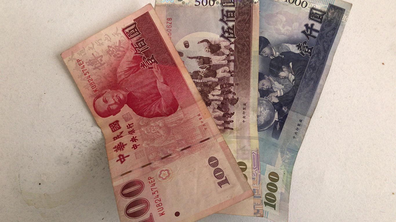 台湾のお金ですが紙幣が100元、500元、1000元の3種類に分かれています。