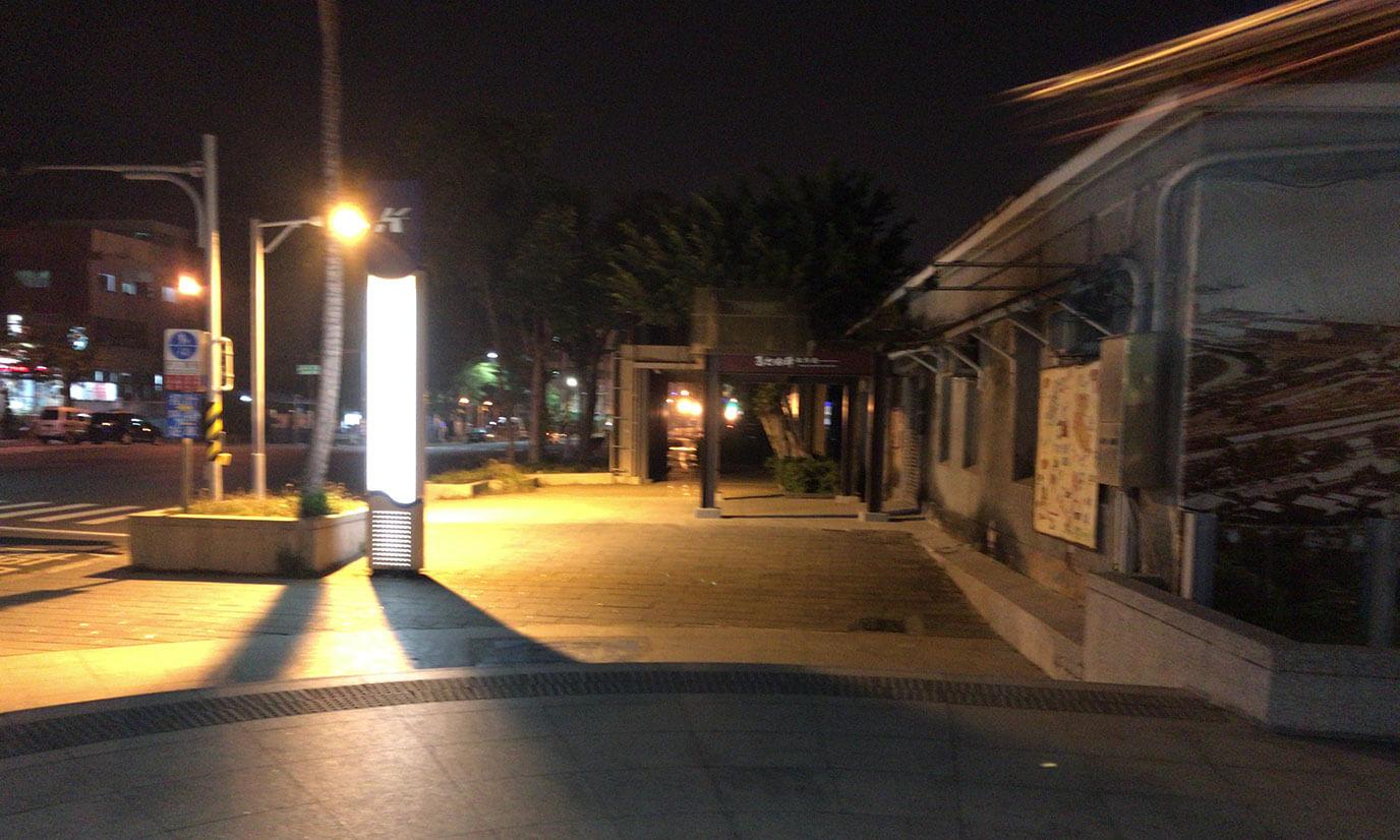 西子湾駅に着いたら船着場まで歩きます。10分程度でつくのでひたすら歩きましょう
