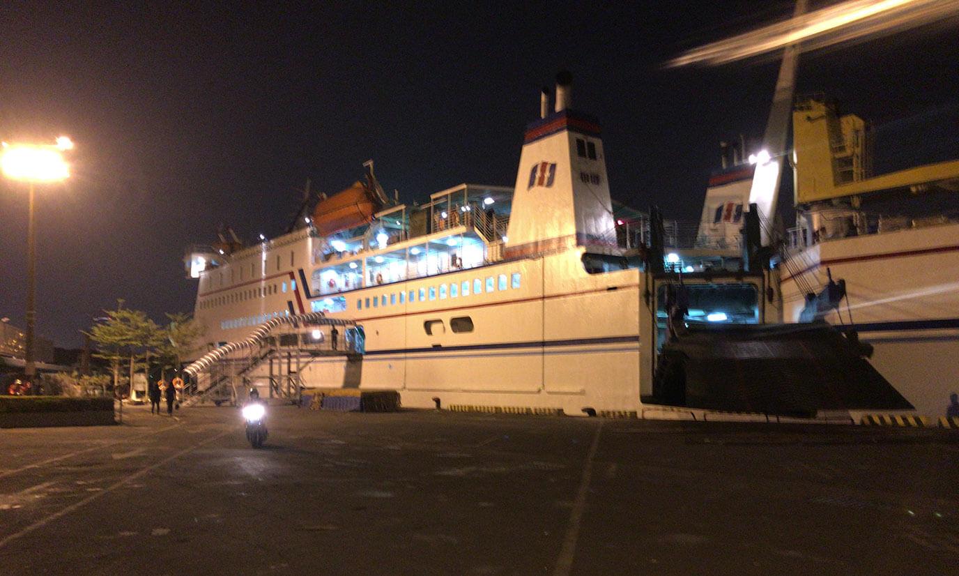 チケットを購入したら船に乗り込みましょう。船乗り場に付いたらスタッフに渡すとチケットの半券を割って返却されます