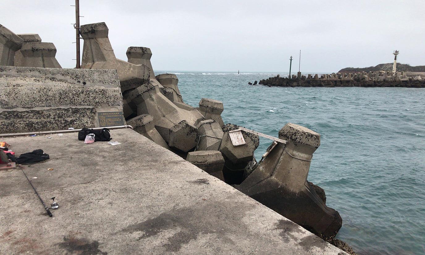 先端の防波堤はこんな感じになっています