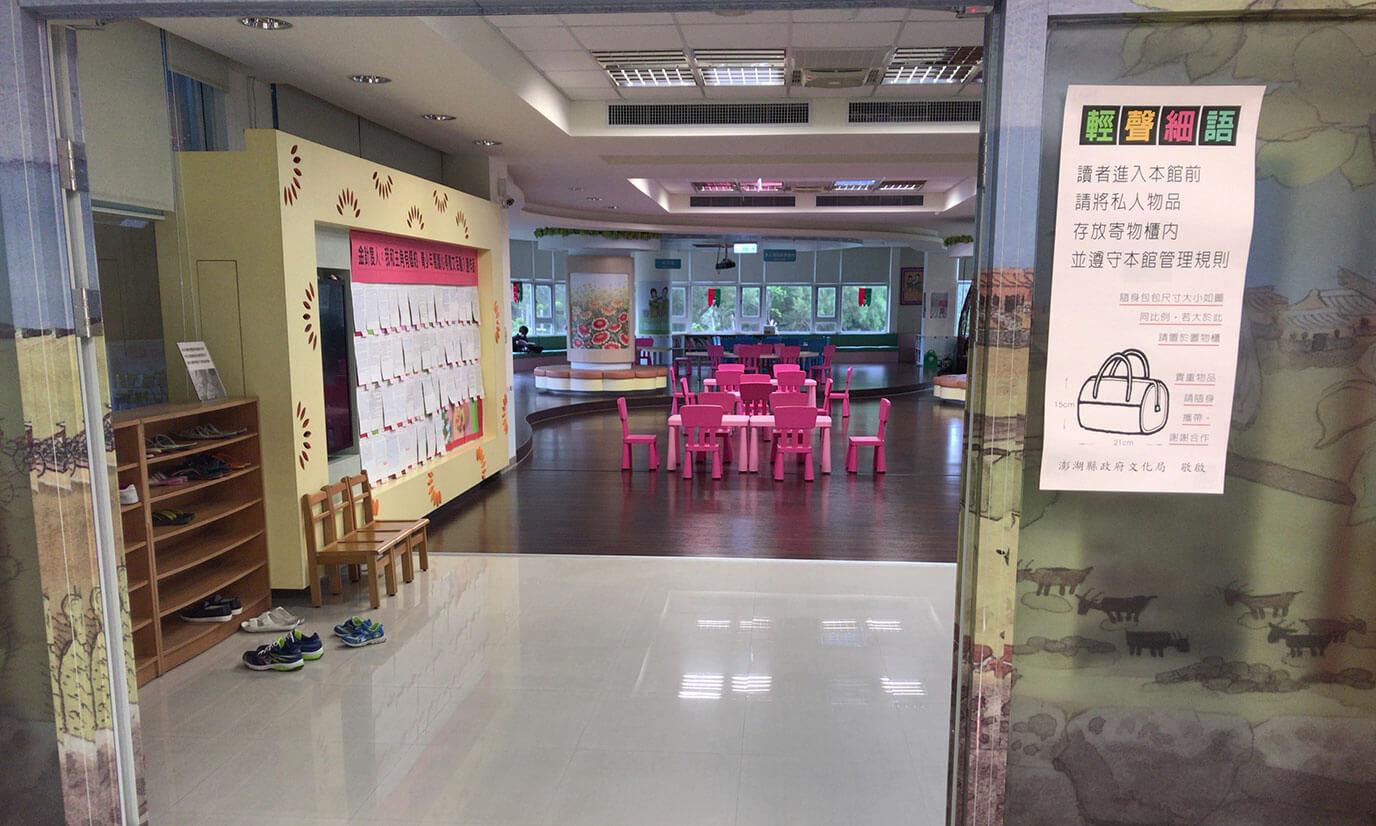 本以外にも児童室もあって子供も利用出来るスペースが備わっています