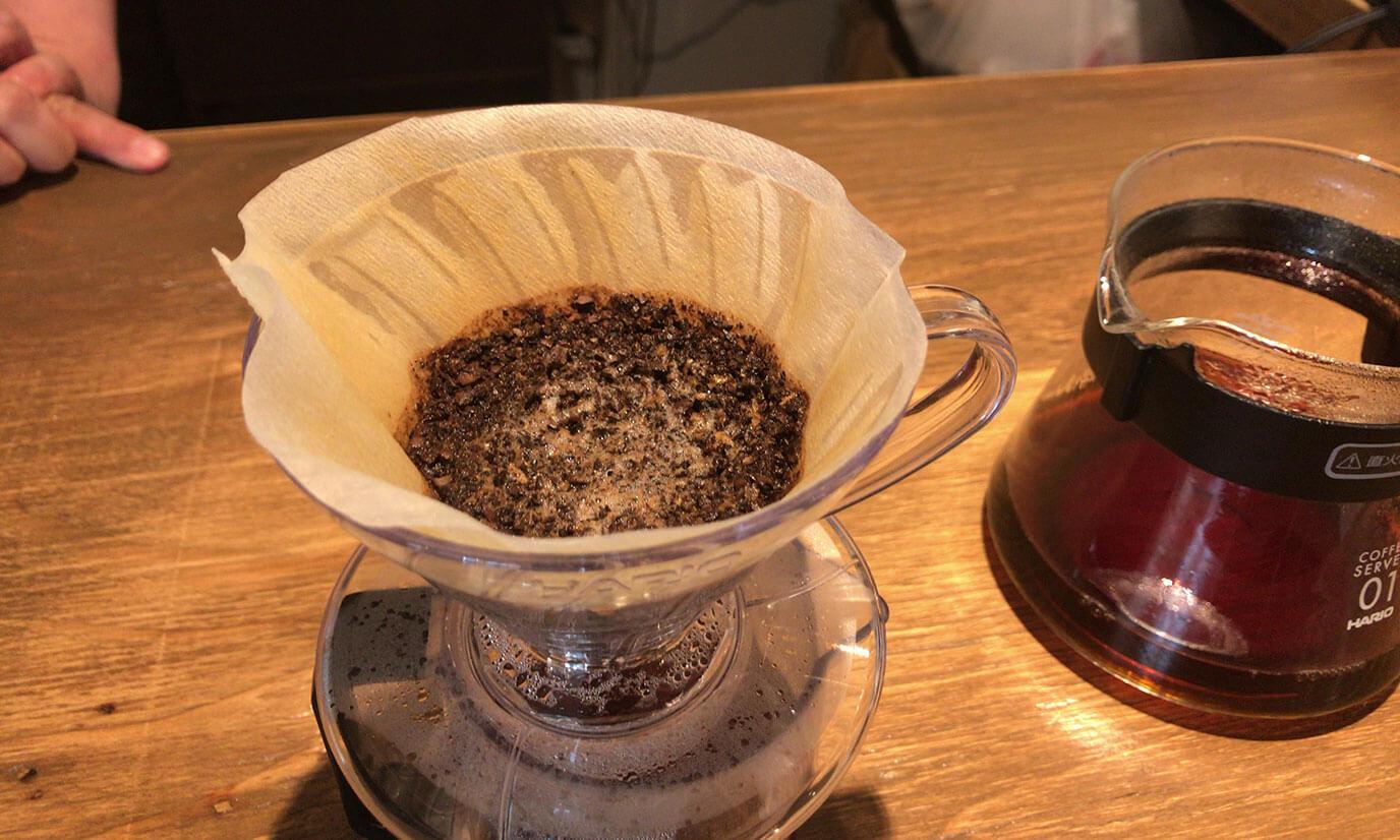 コーヒーを淹れた後に豆が均等に平たくなると成功とのことですが結構ガタガタになってしまいました