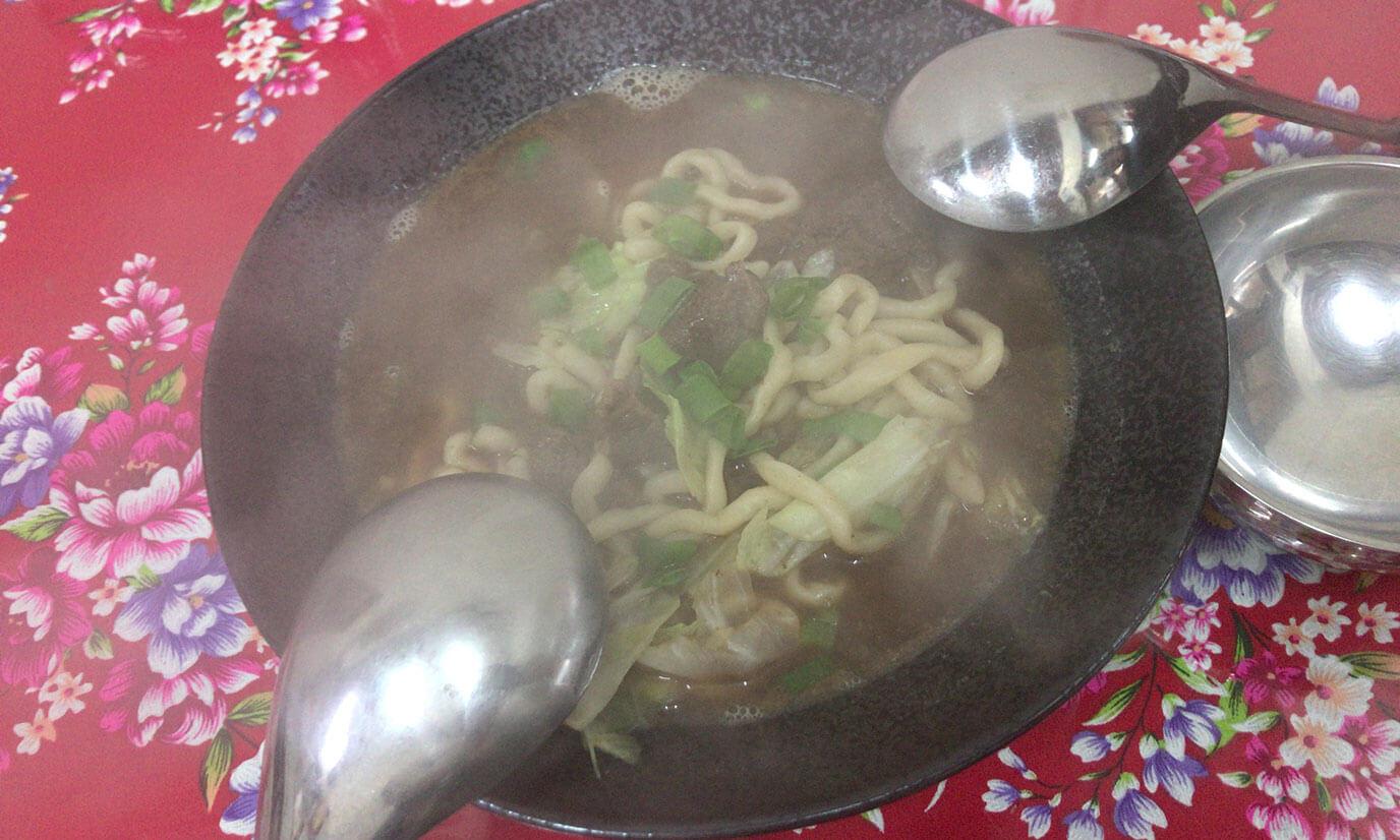 牛肉麺はアツアツでそのまま戴きました