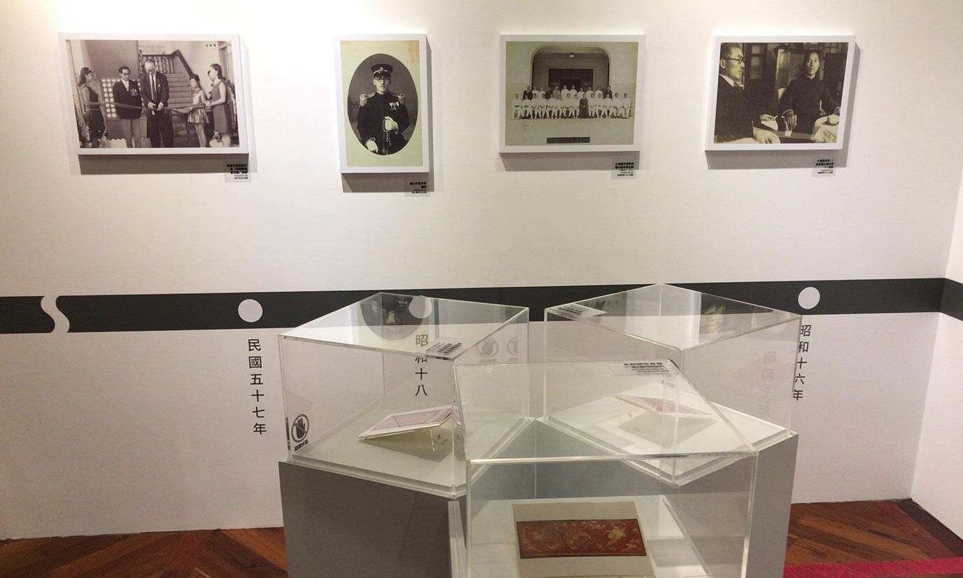 高雄市立歴史博物館の写真が年号で表されているので目で追っていくといつ何が起こっていたのかを時系列で知る事が出来ます