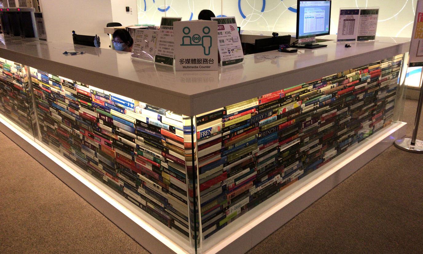 3Fは主に本を借りたり、返却したりするフロアです。中でも目に止まるのがこちらの受付!